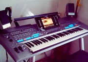 For sale Yamaha Tyros 5 with mos05 loudspeakers and IS7 stand